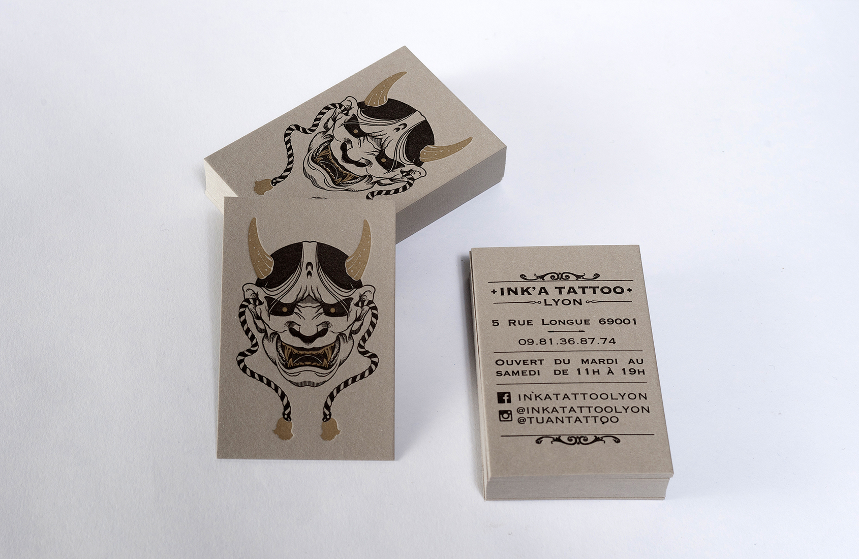 Cartes de visite letterpress réalisées pour le salon de tatouage INK'A TATTOO.